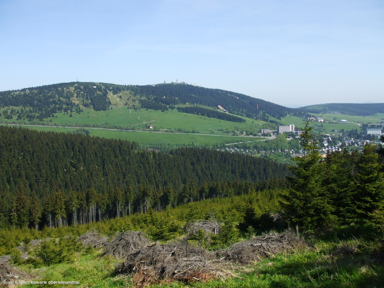 Blick von Bozi Dar nach Oberwiesenthal (c) Ski und Sport Jana Kowarik Oberwiesenthal