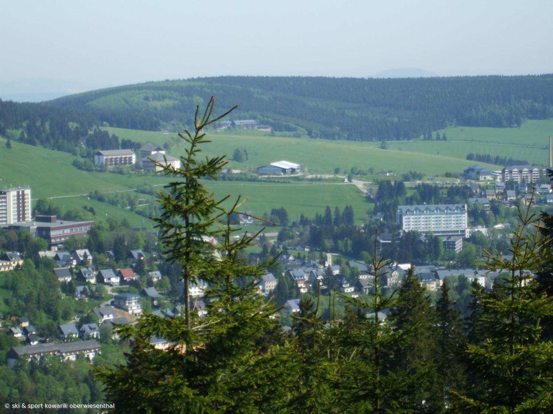 Blick vom Fichtelberg auf den Sparingberg (c) Ski und Sport Jana Kowarik Oberwiesenthal