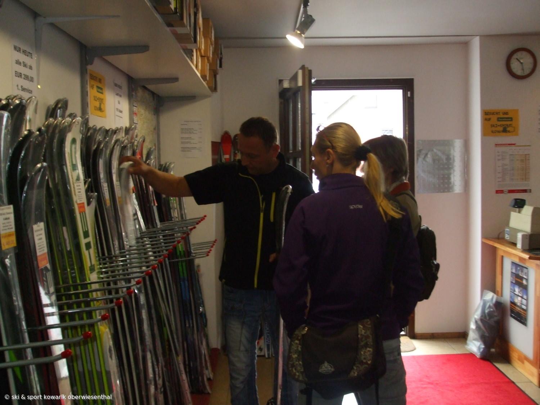 Das neue Skimaterial ist da - fehlt nur noch der Schnee (c) Ski und Sport Jana Kowarik Oberwiesenthal