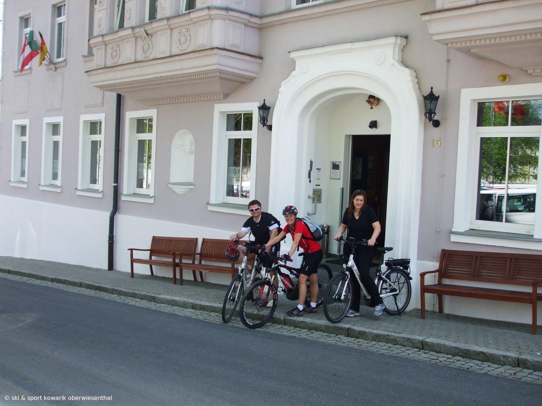 Unsere  Chefin auf E-Bike-Test-Tour durch das Erzgebirge (c) Ski und Sport Jana Kowarik Oberwiesenthal
