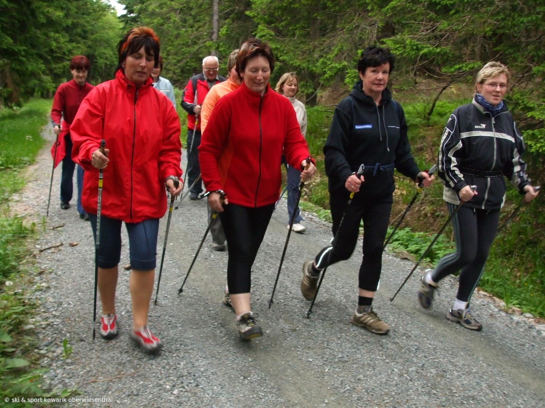 Nordic Walking Lauftreff in Oberwiesenthal (c) Ski und Sport Jana Kowarik Oberwiesenthal